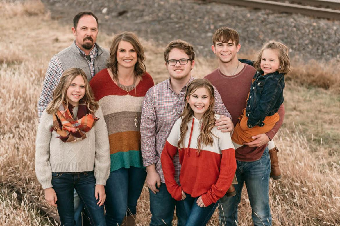 The McGrath family: Scott, Lilian, Lisa, Benton, Lynsi, Jaren, Layci. (Photo by Andrea Rodger Photography)